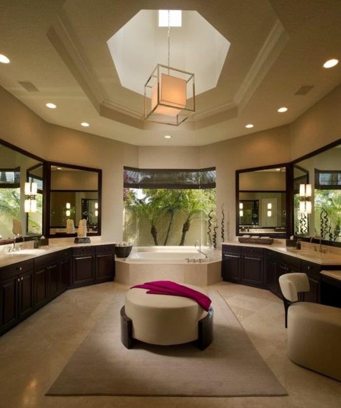 badezimmer-gestalten-ideen-hohe-zimmerdecke-moderne-deckenleuchten