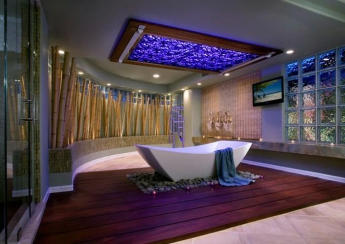 Badezimmer Gestalten Ideen Moderne Freistehende Badewanne Lila Teppich