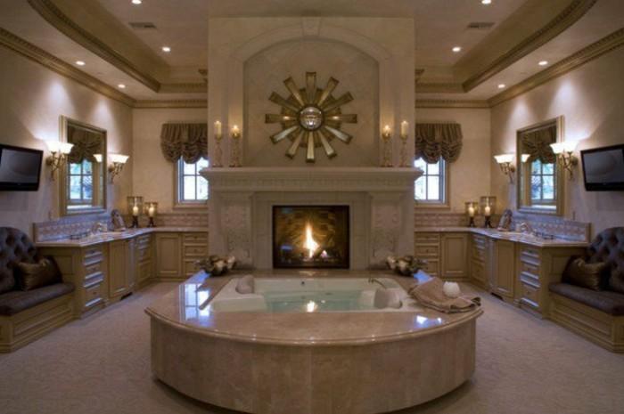 badezimmer-gestalten-ideen-romantisches-ambiente-unikale-badewanne-in-der-mitte