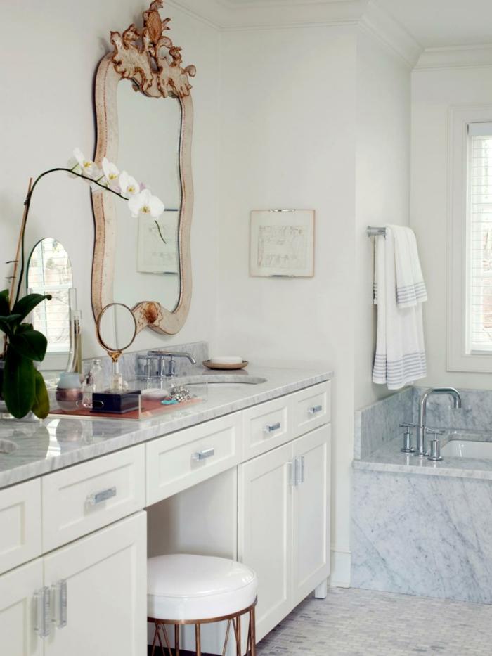 badezimmereinrichtung-aristokratisches-modell-spiegel-weiße-gestaltung