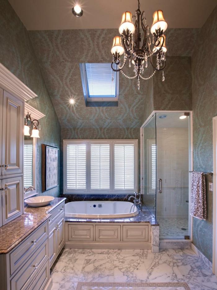 Badezimmereinrichtung Interessanter Lüster Großer Raum