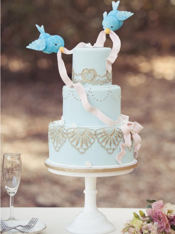 blaue-Torte-inspiriert-von-der-Aschenputtel-Geschichte