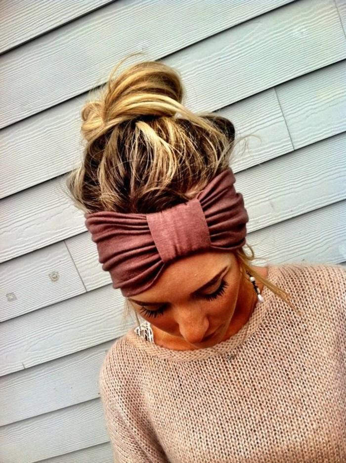 braunes-Haarband-aus-Textil-für-coole-Frisuren
