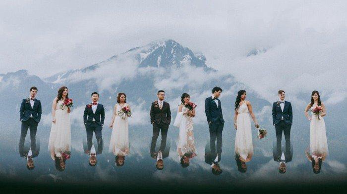 coole-Hochzeitsfotografie-Wiederspiegelung-am-Fuß-des-Berges-originelle-Hochzeitsbilder