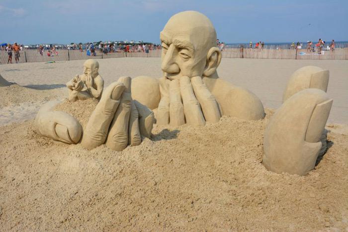 coole-Sandskulpturen-gemacht-für-einen-Festival