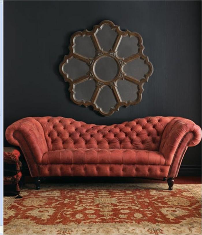 cooles-Modell-Sofa-rot-mit-Knöpfen