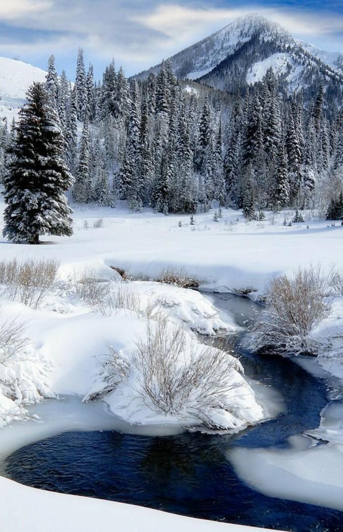 das-Wasatch-Gebirge-im-Winter-gefrorener-See-malerisches-Winterbild