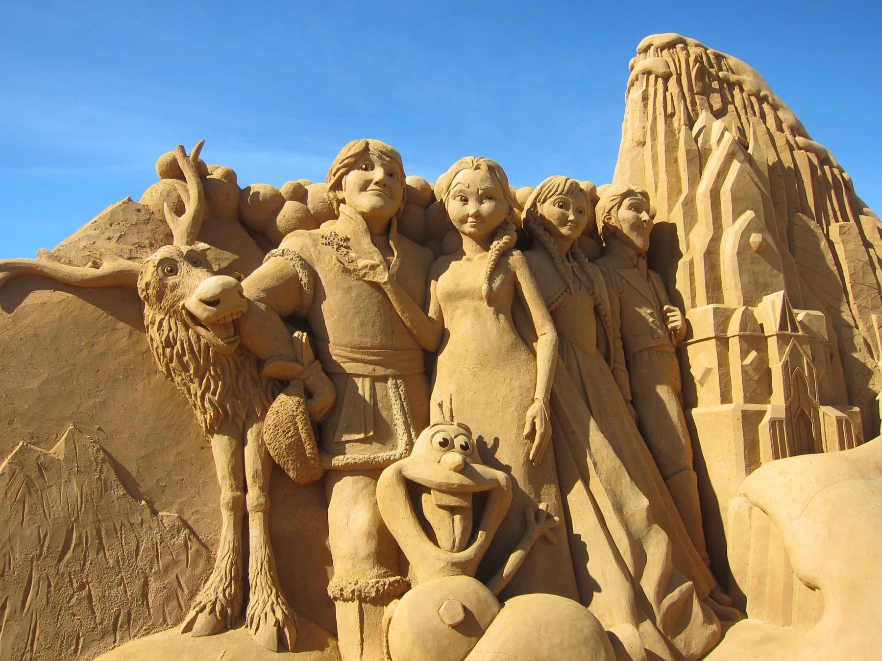 die-Personen-von-Frozen-gemacht-aus-Sand
