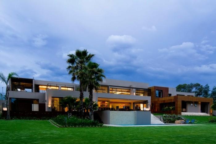 einfamilienhaus-kaufen-sehr-schönes-design-grünes-gras