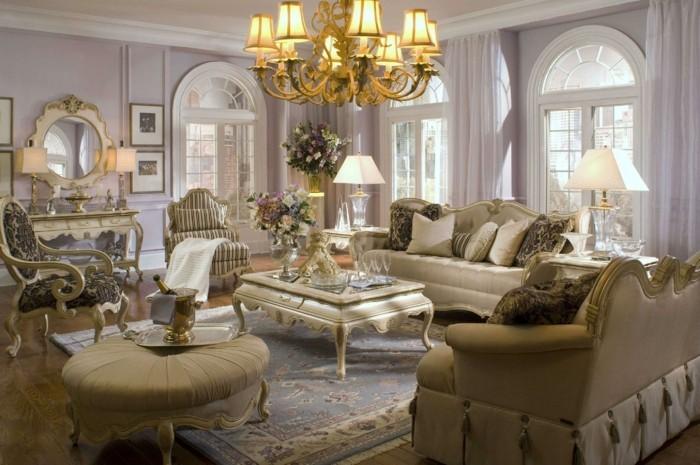 einrichtungsideen-wohnzimmer-eleganter-kronleuchter-und-beige-möbel