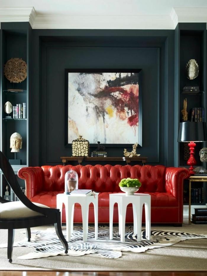 elegante-Wohnzimmer-Einrichtung-stilvolle-Möbel-rotes-Ledersofa