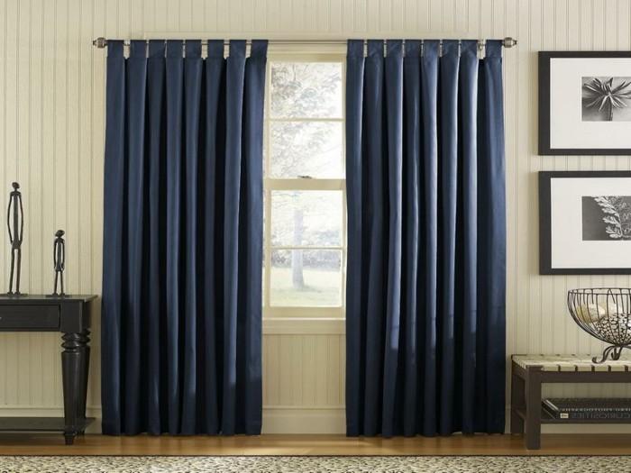elegante-gardinen-in-dunkel-blau-gemütliches-zimmer-gestalten