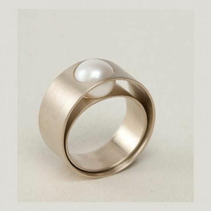 eleganter-Damenschmuck-ausgefallene-Ringe-Perlen-Dekoration