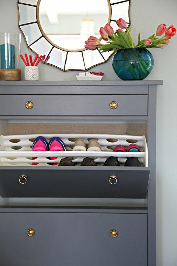 eleganter-Schuhschrank-in-Grau-mit-drei-Schubladen