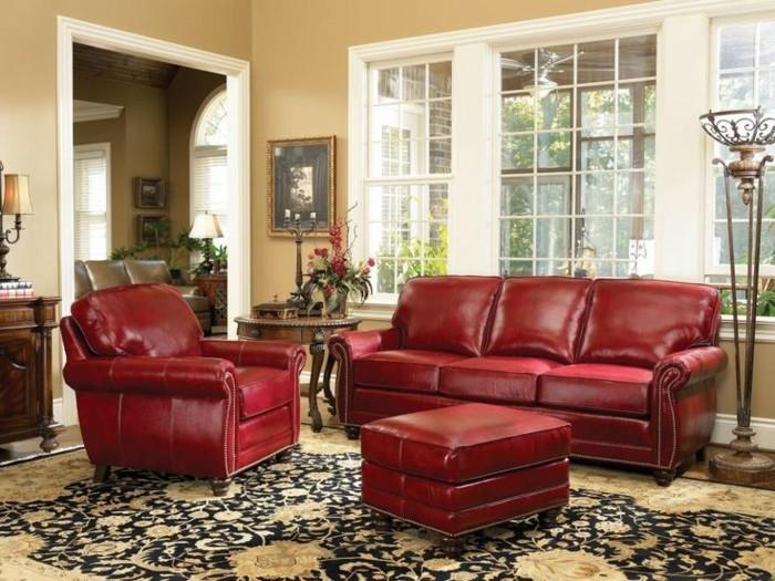 elegantes-Interieur-feine-Möbel-Sessel-und-Couch-Kunstleder-rotes-Ledersofa