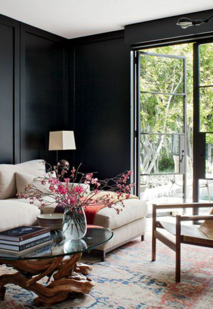 elegantes-modernes-Interieur-Wandfarbe-Anthrazit