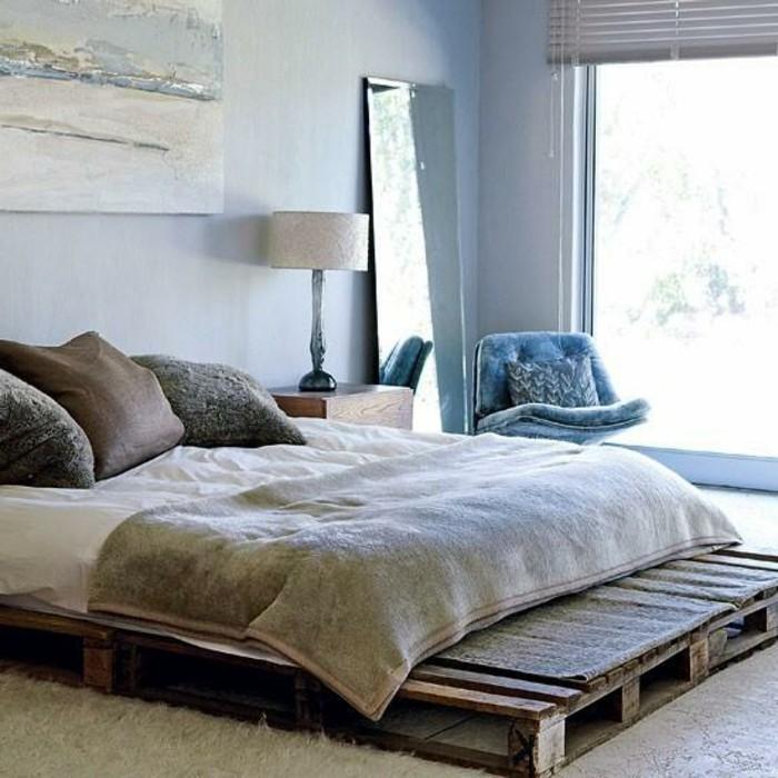 europalette-möbel-interessantes-bett-modell-gemütliches-schlafzimmer