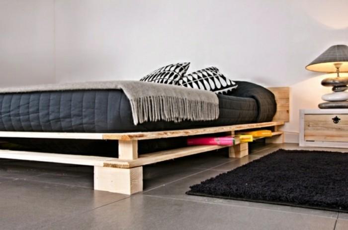 europalette-möbel-modernes-und-attraktives-bett-mit-grauen-bettwäschen