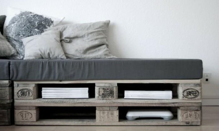europalette-sofa-modell-in-grau-interessante-dekokissen