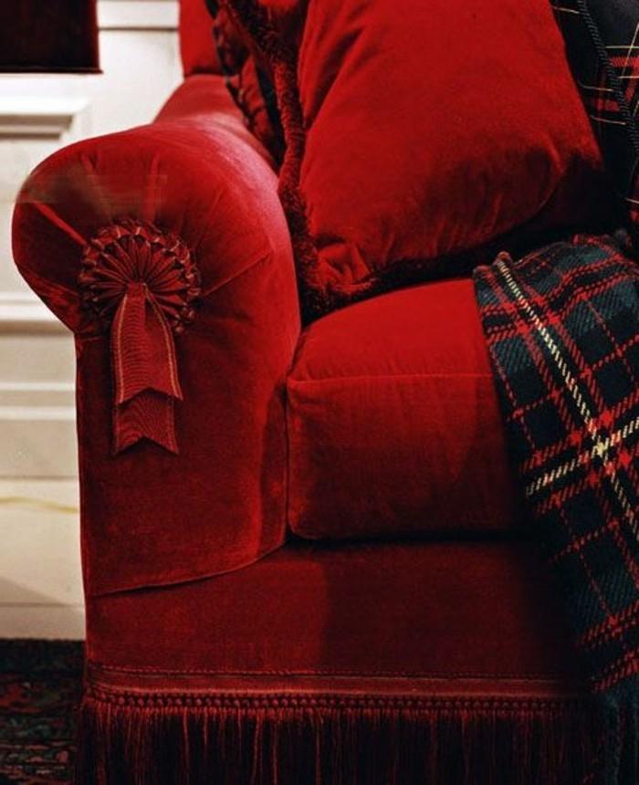 exquisites-Modell-Sofa-rot-karierte-Schlafdecke