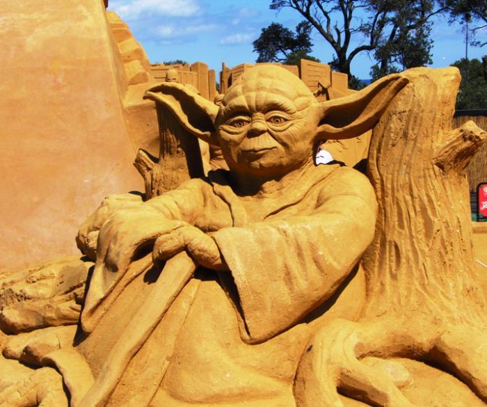 fantastische-Sandskulpur-von-Master-Yoda
