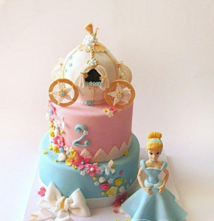 fantastische-Torte-für-Kinder-Geburtstag-mit-Dornröschen-Motiven