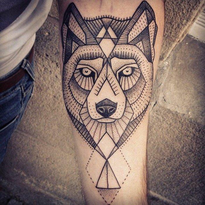 fantastisches-Unterarm-Tattoo-geometrische-Wolf-Darstellung