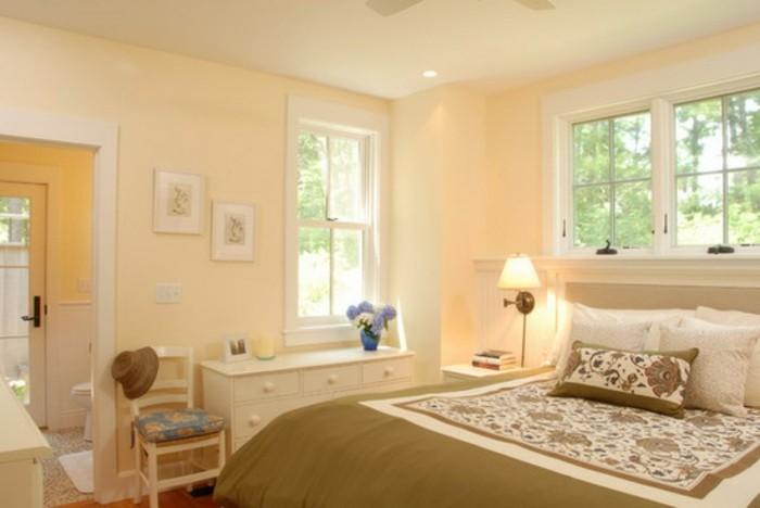 farbe-magnolia-kleines-sehr-schönes-schlafzimmer