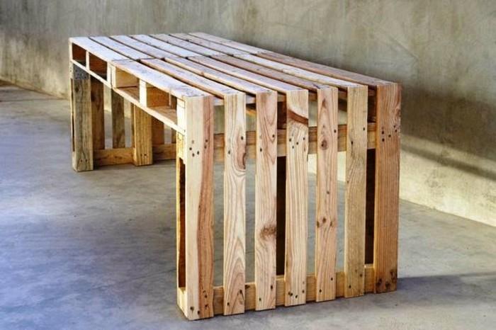 gartenmöbel-aus-paletten-effektvolle-sitzbank
