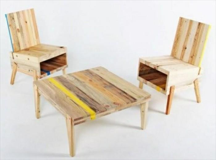gartenmöbel-aus-paletten-zwei-stühle-und-quadratischer-tisch