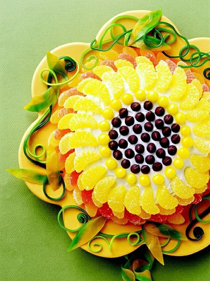 geburtstagskuchen-bilder-gelbe-sahne-foto-von-oben-genommen
