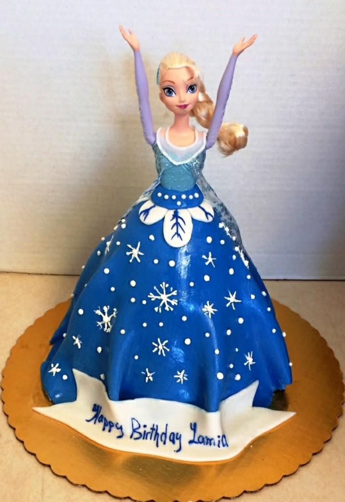 geburtstagskuchen-für-kind-wunderschöne-puppe-mit-blauem-kleid