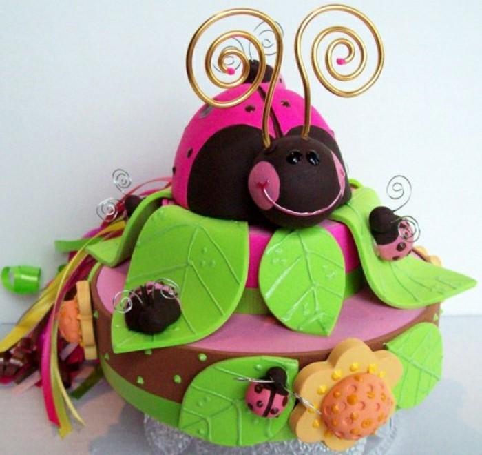 geburtstagskuchen-rezepte-für-kinder-interessante-torte-in-knalligen-farben