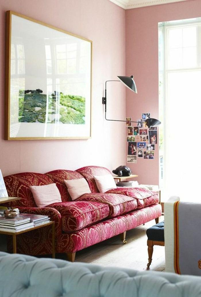 gegenwärtiges-Interieur-bequeme-Couch-rot