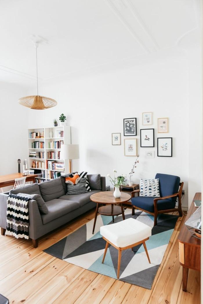 gemütliche-Wohnung-mit-vintage-Möbeln-und-Holzparkett