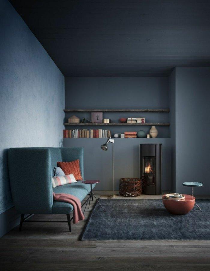 gemütliches-Interieur-graue-Wandfarbe-Wohnzimmer