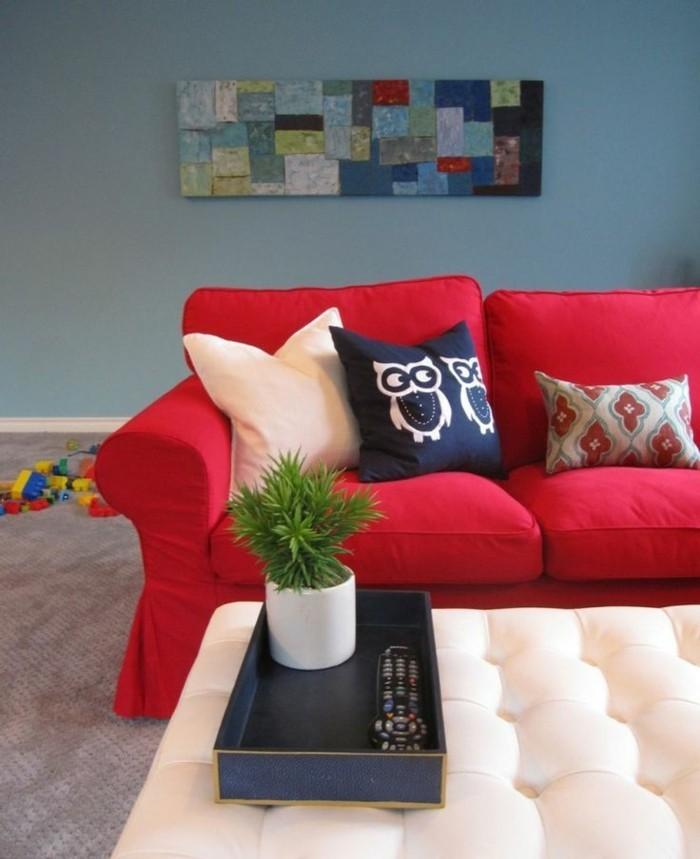 gemütliches-Wohnzimmer-extravagantes-Wandbild-bequemes-Sofa-rot