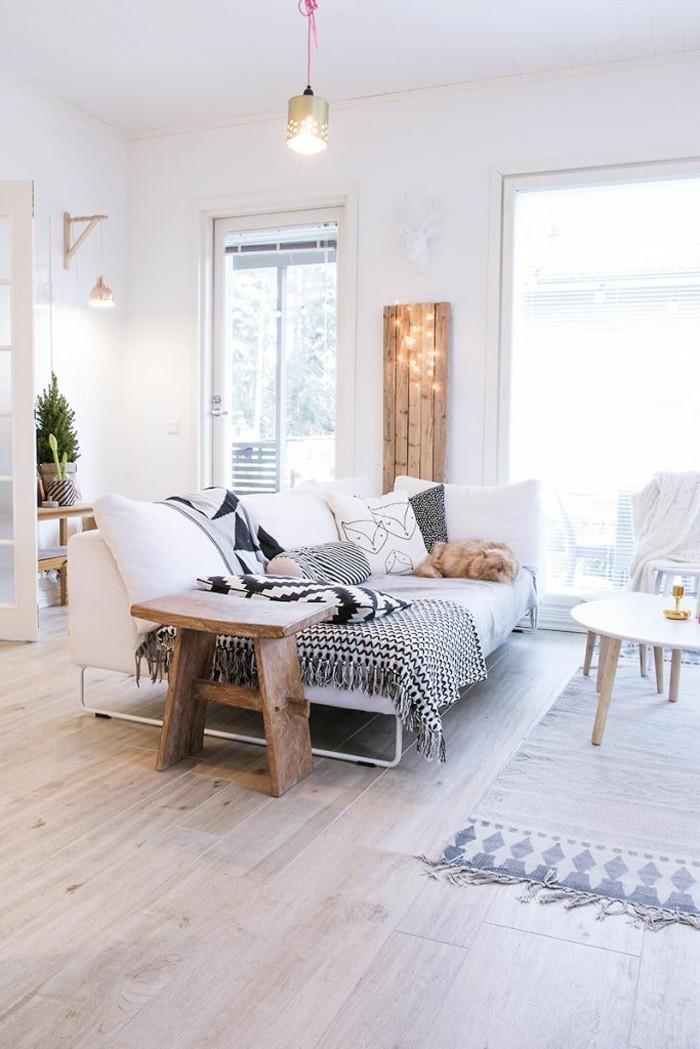 gemütliches-Wohnzimmer-in-Boho-Stil-mit-Holzparkett