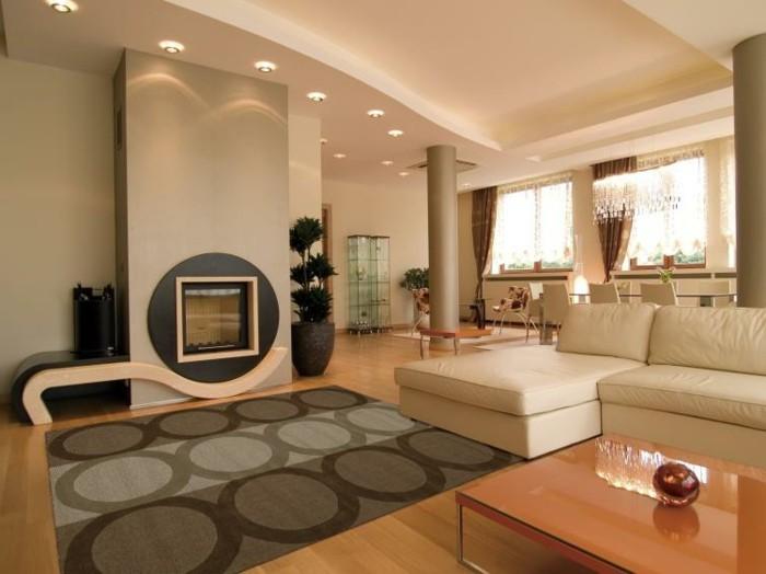 gemütliches-wohnzimmer-mit-attraktiver-dekoration