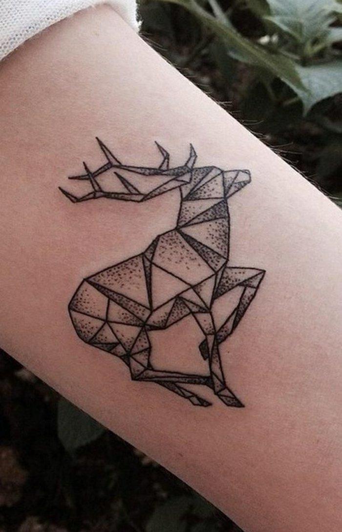 geometrische-Tattoo-Motive-Hirsch-Zeichnung