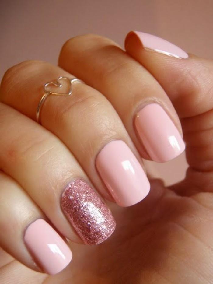 glitzernagellack-akzente-rosige-farben
