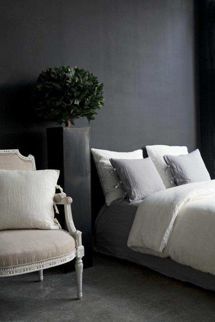 graue-Farbgestaltung-Schlafzimmer-schlichtes-Interieur