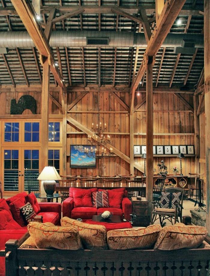 hölzerne-Ferienwohnung-elegante-rote-Sofas