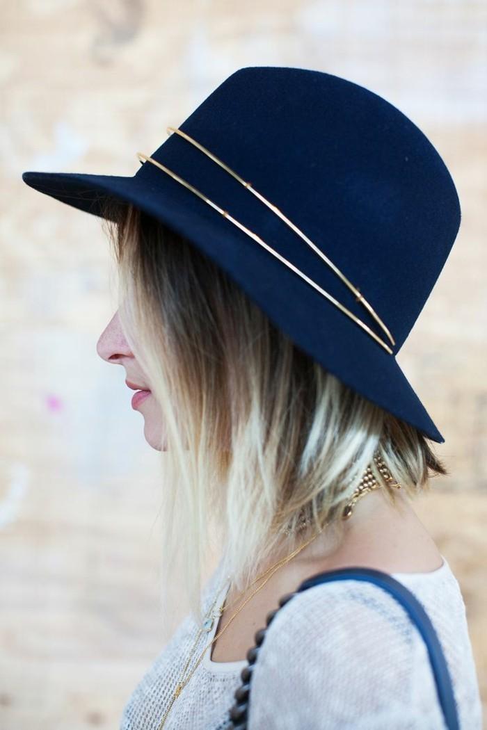 hüte-filzen-blaue-farbe-und-goldene-akzente