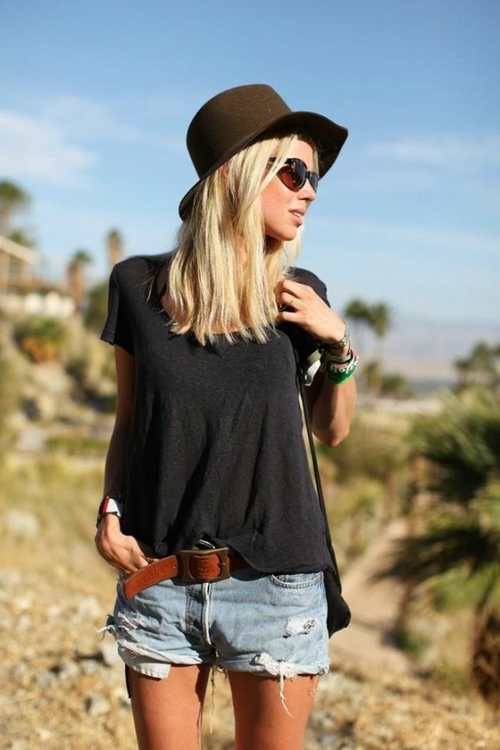 hüte-filzen-kombiniert-mit-kurzen-jeans-und-brauner