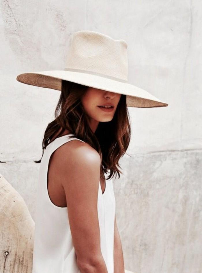 hüte-filzen-weiß-mit-breiter-krempe-