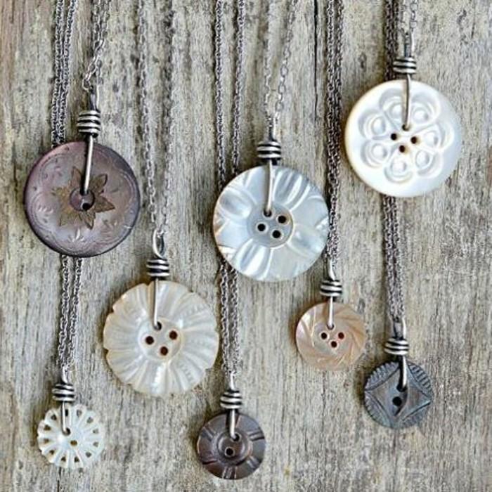 handgemachter-Schmuck-originelle-Ideen-für-Kette-aus-Silber-und-Knöpfen