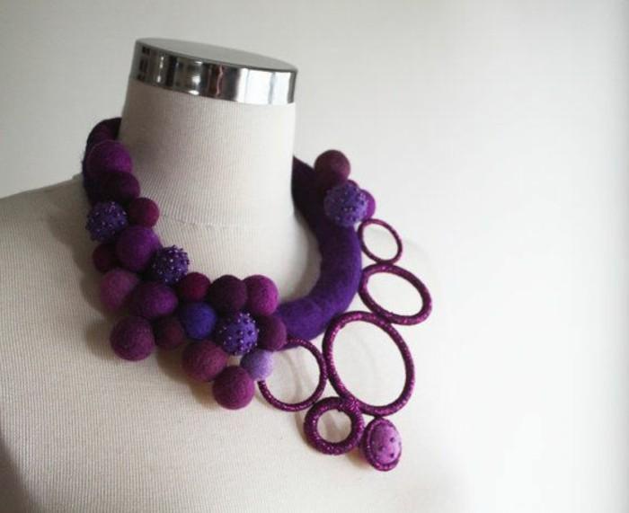 handgemachter-Schmuck-originelles-Modell-lila-Kette