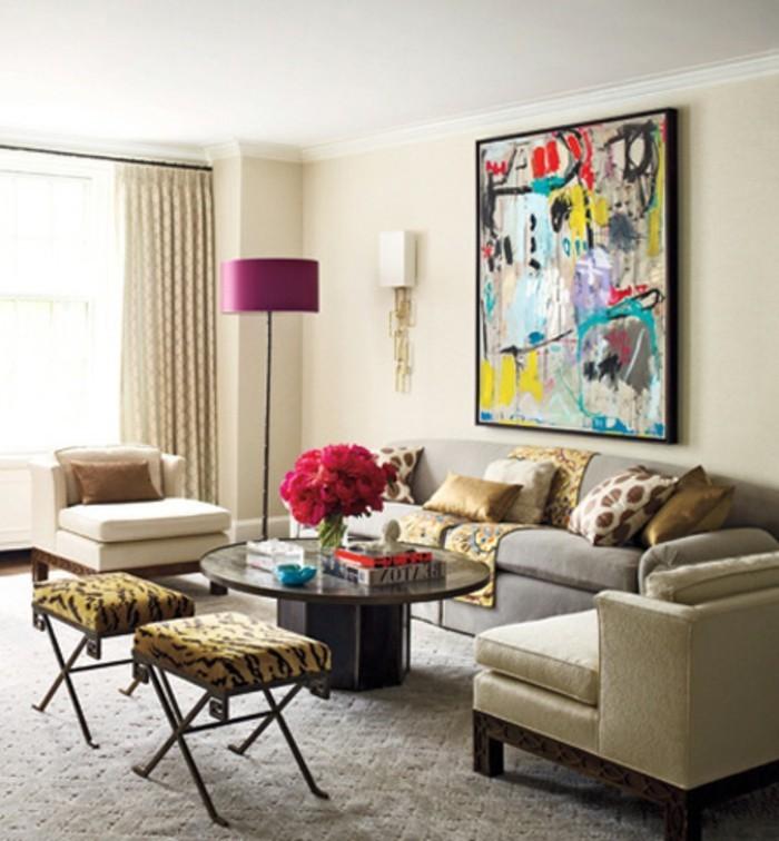 herrliche-tischdekoration-und-wandgestaltung-im-frischen-wohnzimmer