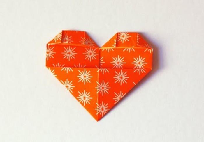 herze-basteln-orange-modell-kreative-diy-gestaltung